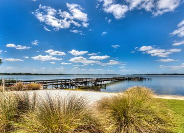 lakeside-inn-beach-and-dock